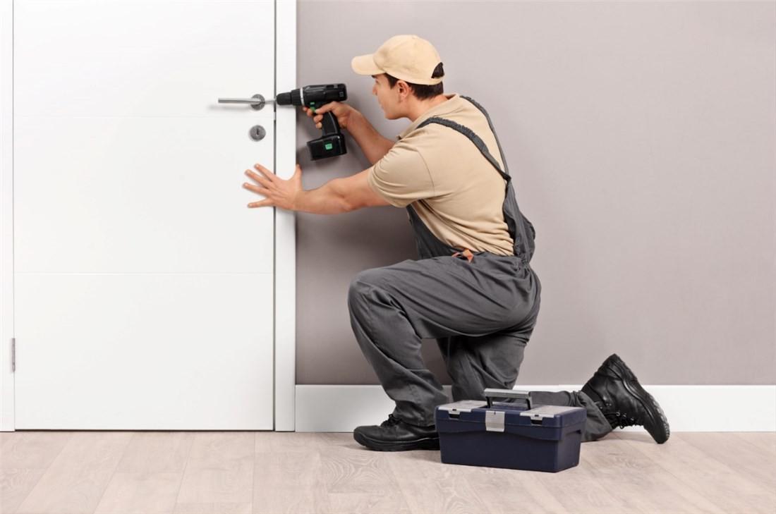 Wymiana zamka w drzwiach Burowiec